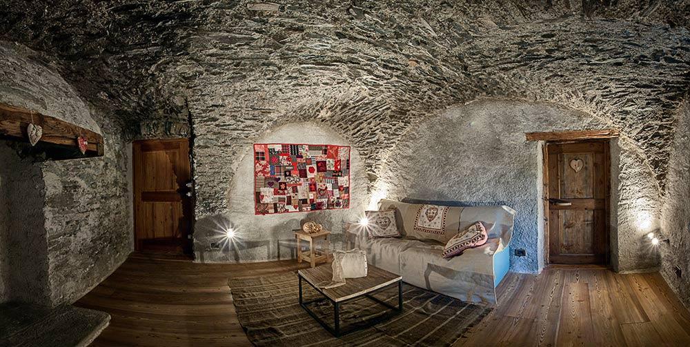 Restauro e riadattamento a funzione abitativa di casa for Interni di case antiche
